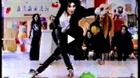 Coke ad shown in NZ - Goths bowling